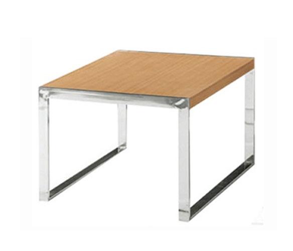 Table basse en bois avec piètement métallique